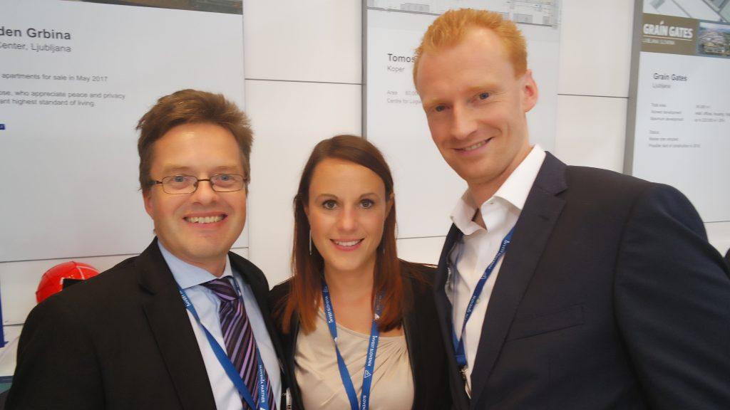 Močna zasedba DUTB na letošnjem sejmu Expo real. Iz leve proti desni: Boris Tuma, Jana Cimerman in Matej Sodin.