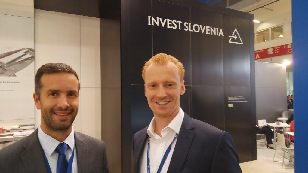Klemen Fajmut (na levi) iz PRO REM - primarno iščemo kupce za zasežene nepremičnine, posredno pa nudimo partnerstvo investitorjem