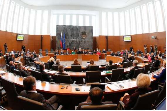 Državni zbor sprejel novelo zakona o izvršbi