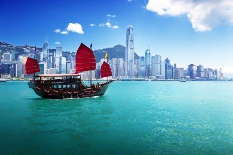 Denarno politiko zaostruje tudi Hongkong