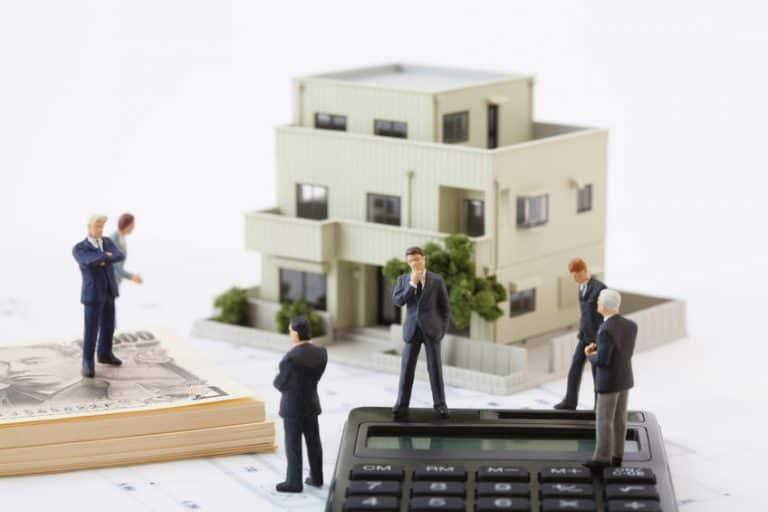 DZ za finance potrdil zamik novele o množičnem vrednotenju nepremičnin